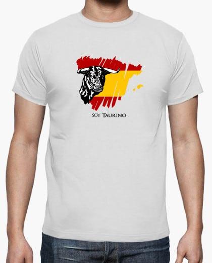 Camiseta Soy taurino con un toro sobre la bandera de España